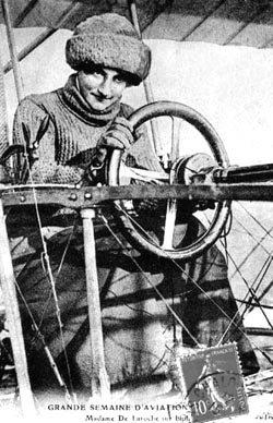 Η συγκλονιστική ιστορία της πρώτης γυναίκας πιλότου - Η 24χρονη Γαλλίδα Βαρώνη, Ρεϊμόντ Ντε Λαρός, πέταξε ψηλά μόλις για 9 χρόνια προτού συντριβεί με το αεροσκάφος της