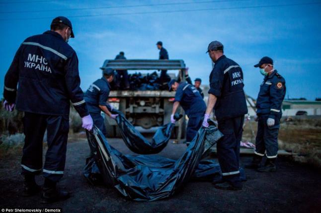 8da4e15b580 Επί τρεις ημέρες τα πτώματα των 295 άτυχων επιβατών της μοιραίας πτήσης  ευρίσκοντο σε κατάσταση αποσύνθεσης διάσπαρτα στα χωράφια κοντά στο χωριό  Grabovo ...