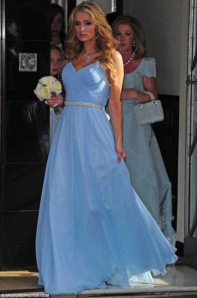 d3c0eebb00a7 Στον γάμο της χρονιάς της δισεκατομμυριούχου Νίκι Χίλτον να παντρεύεται με  τον πλούσιο γόνο της ισχυρότερης Βρετανικής οικογένειας των τραπεζιτών και  ...