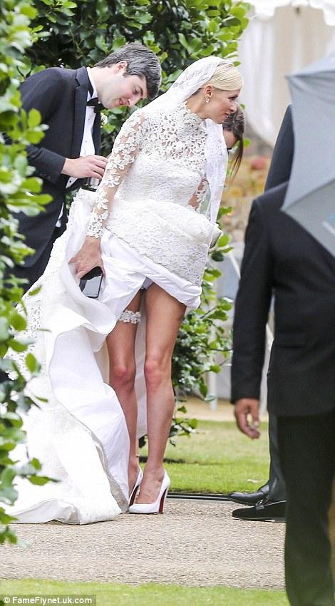 b4259d09b184 Γάμος της χρονιάς  H Πάρις Χίλτον κουμπάρα της πανέμορφης αδελφής της Νίκι  με το νεαρό κροίσο Ρότσιλντ