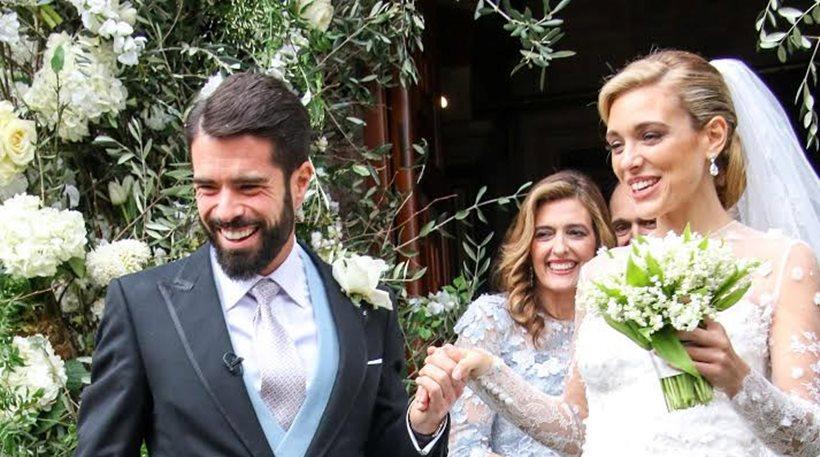 Μαριάννα Γουλανδρή - Φίλιππος Λαιμός: με παγωτό χωνάκι απολαμβάνουν το  πρώτο καλοκαίρι παντρεμένοι   eirinika.gr