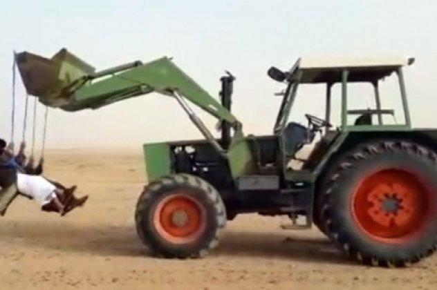 aaf9805d0bc Βίντεο: κούνια σε μπουλντόζα στην έρημο έχετε δει; Ε, αυτοί εδώ οι ...