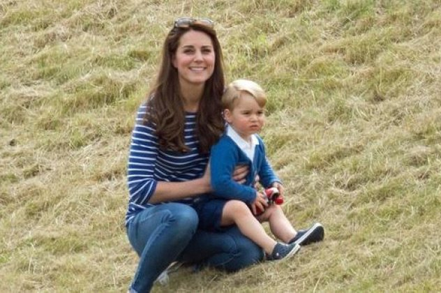 d89519a7c58 Επιτέλους ο πρίγκιπας George σαν όλα τα παιδιά: Με την μαμά & τη ...