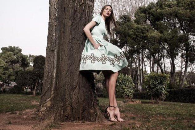 011b46c6ba02 Made in Greece τα Manolo θηλυκότατα φουστάνια   φούστες με τεράστια ...