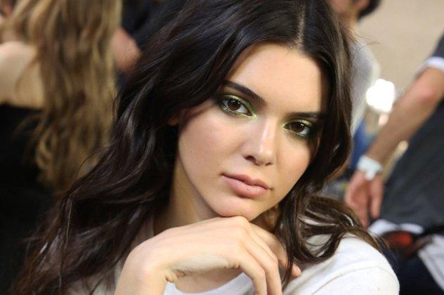 Kendall Jenner  Βγάζει   στο σφυρί   την γκαρνταρόμπα της στο eBay ... 2a524483ca4