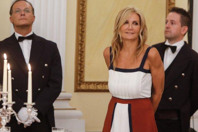 8d0b3b975310 Άκρως εντυπωσιακό το look της Μαρέβας Μητσοτάκη στο επίσημο δείπνο που  δόθηκε στο Προεδρικό Μέγαρο προς τιμήν του Γάλλου Προέδρου Εμανουέλ Μακρόν