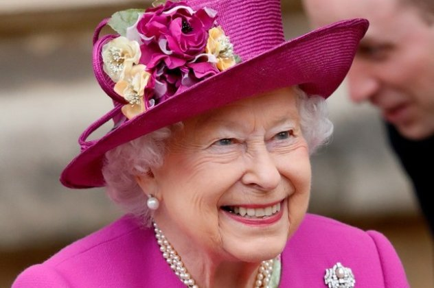 9abf1c6525 H Βασίλισσα κάνει διακοπές! Η εμφάνιση της 92χρονης Ελισάβετ