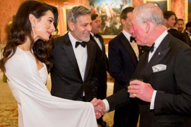 a02ff4f45e4a Στενούς δεσμούς φαίνεται ότι αναπτύσσει η Αμάλ Κλούνεϊ με την βρετανική  βασιλική οικογένεια και συγκεκριμένα με τον πρίγκιπα της Ουαλίας Κάρολο
