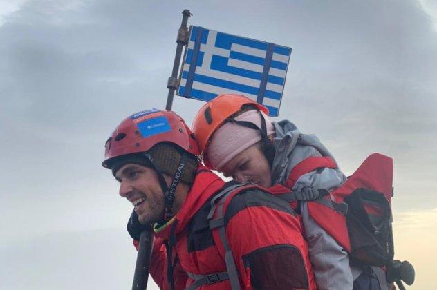 Και το θαύμα έγινε! Ο Μάριος Γιαννάκου στην κορυφή του Ολύμπου με την  Ελευθερία στην πλάτη του – Το live με τον Μητσοτάκη (Φωτό)   eirinika.gr