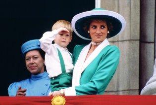 O Xάρι άφησε μια κενή θέση στην εκκλησία για την «απούσα μητέρα του» πριγκίπισσα Diana (ΦΩΤΟ) - Κυρίως Φωτογραφία - Gallery - Video