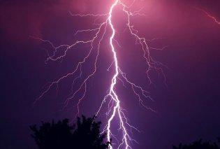 Συγκλονιστικό βίντεο: Κεραυνός «σκάει» δίπλα από ανθρώπους στη Ρόδο! - Δείτε την αντίδρασή τους (VIDEO) - Κυρίως Φωτογραφία - Gallery - Video