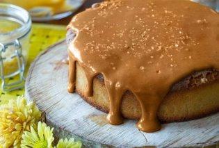 Παραδεισένιο κέικ αμυγδάλου με καραμέλα από τον Άκη Πετρετζίκη - Κυρίως Φωτογραφία - Gallery - Video