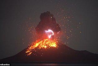 Εντυπωσιακό βίντεο: Απολαύστε το σπάνιο φαινόμενο μιας ηφαιστειακής έκρηξης & αστραπής μαζί στην Ινδονησία - Κυρίως Φωτογραφία - Gallery - Video