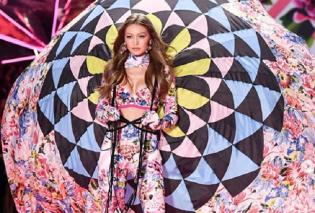 Είδατε την Ελληνίδα μας Μαίρη Κατράντζου με τα εκπληκτικά λουλουδάτα εσώρουχα που σχεδίασε για την Victoria Secret - Στο show έγινε χαμός (φώτο) - Κυρίως Φωτογραφία - Gallery - Video