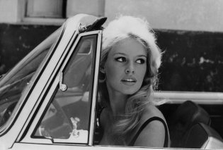 Vintage pic: Η Brigitte Bardot με το αξεπέραστο νυφικό της στην ταινία ''And God Created Woman'' (1956) (φωτό & βίντεο) - Κυρίως Φωτογραφία - Gallery - Video