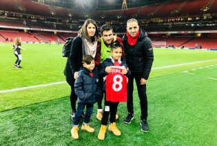 Μεγαλείο ψυχής: Ο Σωκράτης Παπασταθόπουλος συνάντησε 8χρονο τυφλό φίλαθλο της Άρσεναλ - Ποιο το δώρο του Έλληνα ποδοσφαιριστή στον μικρό (Βίντεο) - Κυρίως Φωτογραφία - Gallery - Video