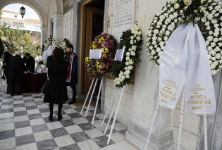 Αντίο από το κοιμητήριο Κηφισιάς στη Νίκη Γουλανδρή - ΦΩΤΟ   - Κυρίως Φωτογραφία - Gallery - Video