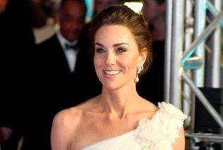 Η Kate Middleton Ελληνίδα θεά με Graecian λευκή τουαλέτα - Έκανε τις stars στα βραβεία BAFTA να βλέπουν την ουρά της (Φωτό) - Κυρίως Φωτογραφία - Gallery - Video