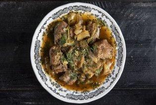 Άκης Πετρετζίκης: Λαχανιά, μια παραδοσιακή θρακιώτικη συνταγή σκέτο όνειρο- Συνοδέψτε μόνο με φέτα και ψωμάκι! - Κυρίως Φωτογραφία - Gallery - Video
