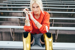 Lauren Wasser: Γνωρίστε το μοντέλο με τα χρυσά πόδια - Ακρωτηριάστηκε εξαιτίας ενός ταμπόν (βίντεο) - Κυρίως Φωτογραφία - Gallery - Video