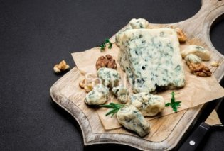 """Ροκφόρ ή μπλε τυρί; Ο """"βασιλιάς"""" από τη Γαλλία οφείλει σε έναν μύκητα το χρώμα και τη γεύση του  - Κυρίως Φωτογραφία - Gallery - Video"""