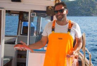 Αποκλειστικό – Made in Greece η Fishing Trips Poros: Ο καπετάν Τάσος από τον Πόρο «μαθαίνει» στους τουρίστες τι εστί θάλασσα, ψάρεμα & ελληνική φιλοξενία - Κυρίως Φωτογραφία - Gallery - Video