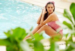 Made in Greece τα μαγιό της Εμμανουέλας Λύκου - Πολύχρωμα, girly ή θηλυκά, με βολάν & ζωηρά prints, τέλεια εφαρμογή - Κυρίως Φωτογραφία - Gallery - Video