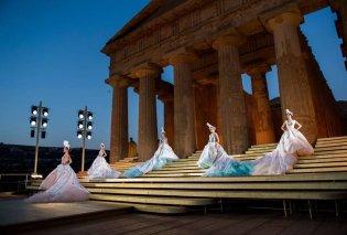 Ωδή στην Αρχαία Ελλάδα η νέα κολεξιόν του Dolce & Gabbana – Τους πήρε 2 χρόνια να μετατρέψουν τον αρχαίο ναό σε πασαρέλα (φωτό & βίντεο) - Κυρίως Φωτογραφία - Gallery - Video