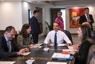 Στο Υπ. Παιδείας ο Κυριάκος Μητσοτάκης: «Όταν λέμε συνάντηση στις εννέα εννοούμε εννέα» (φωτό & βίντεο) - Κυρίως Φωτογραφία - Gallery - Video
