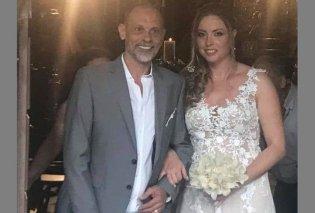 Φωτογραφίες από το  γάμο του Τζώνυ Θεοδωρίδη με την κατά 18 χρόνια νεότερη σύντροφο του - Το ρομαντικό νυφικό -τα φιλιά - Κυρίως Φωτογραφία - Gallery - Video