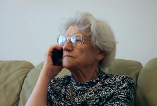 """Κρήτη: Πήγαν για κοσμήματα & βγήκαν... """"κουρεμένοι"""" - Πως μια σούπερ-γιαγιά  βοήθησε να εξαρθρωθεί η σπείρα με τις τηλεφωνικές απάτες   - Κυρίως Φωτογραφία - Gallery - Video"""