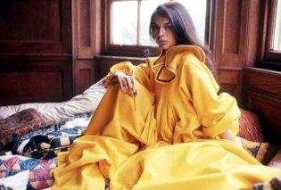 Bianca Jagger: To απόλυτο θηλυκό σε σπάνιες φωτό την δεκαετία του '70 - Με υπέροχη κίτρινη κάπα  - Κυρίως Φωτογραφία - Gallery - Video