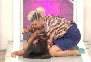 Απίστευτο: Γυναίκα σε τουρκικό σόου λιποθύμησε αντιδρώντας στο νέο της κούρεμα (βίντεο) - Κυρίως Φωτογραφία - Gallery - Video