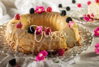 """Η Ντίνα Νικολάου φτιάχνει φανταστικό Angel Cake με φραμπουάζ & ροδόνερο - Το """"κέικ των αγγέλων"""" μοσχοβολάει φρεσκάδα - Κυρίως Φωτογραφία - Gallery - Video"""