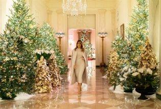 Η Melania Trump μας εύχεται... καλά Χριστούγεννα: Στόλισε τον Λευκό Οίκο με χιλιάδες δένδρα, φωτάκια & πολλά λουλούδια - Φώτο & Βίντεο  - Κυρίως Φωτογραφία - Gallery - Video