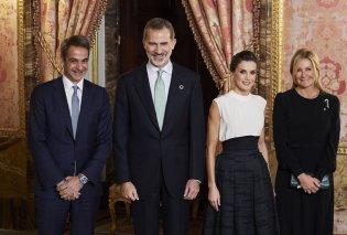 Με Βασιλιά& ΒασίλισσαΙσπανίαςτο ζεύγοςΜητσοτάκη: Το ασύμμετροblack & white της Λετίσια, μίντι all black ηΜαρέβα- Φώτο & Βίντεο - Κυρίως Φωτογραφία - Gallery - Video