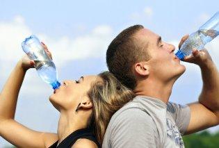 Πόσα κιλά είστε; - Τόσο νερό πρέπει να πίνετε - Η λίστα των λίτρων ανάλογα με το βάρος σας  - Κυρίως Φωτογραφία - Gallery - Video