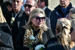 """Έρρικα Μπρόγιερ: Θρήνος στο """"τελευταίο χειροκρότημα"""" στο νεκροταφείο Ζωγράφου (φώτο-βίντεο) - Κυρίως Φωτογραφία - Gallery - Video"""