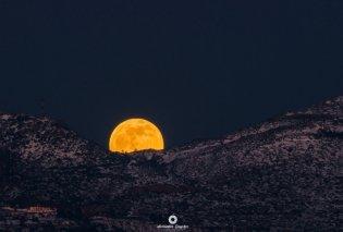 """Μαγεία! Η """"Πανσέληνος του Λύκου"""" πάνω από τη χιονισμένη Πάρνηθα - τα Χανιά - Το Ηράκλειο - Μάγεψε την Ελλάδα το εκθαμβωτικό φεγγάρι (φώτο) - Κυρίως Φωτογραφία - Gallery - Video"""