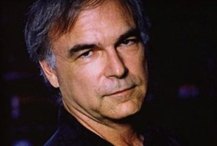 Τραγουδιστής πέθανε από έμφραγμα πάνω στην σκηνή - Ζήτησε συγγνώμη από το κοινό & έκλεισε τα μάτια - Κυρίως Φωτογραφία - Gallery - Video