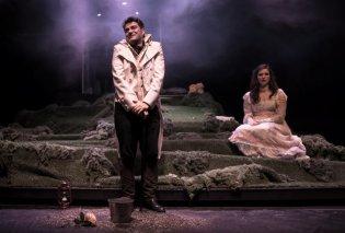 «Περηφάνια και Προκατάληψη»: Οι πρώτες φωτογραφίες από την παράσταση που έκανε πρεμιέρα του Αγίου Βαλεντίνου - Όλο το εξαιρετικό καστ - Κυρίως Φωτογραφία - Gallery - Video