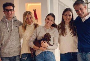 Μια πολύ τρυφερή φωτό με τα τρία παιδιά του σε αγκαλίτσες με τον σκύλο & cocooning ανέβασε ο Κυριάκος Μητσοτάκης  - Κυρίως Φωτογραφία - Gallery - Video