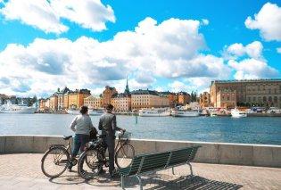 Κορωνοϊός - Η Λίνα Ευθυμίου που ζει στη Σουηδία περιγράφει: Μας προτρέπουν να πάμε για κούρεμα, να φτιάξουμε νύχια & να απολαύσουμε μια νύχτα σε ξενοδοχείο  - Κυρίως Φωτογραφία - Gallery - Video