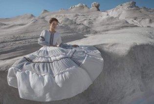 Devotion: Αφοσιωμένες & ξετρελαμένες με αυτά τα Made in Greece καλοκαιρινά καφτάνια, μίνι φουστάνια, θεϊκές πουκαμίσες (φωτό) - Κυρίως Φωτογραφία - Gallery - Video