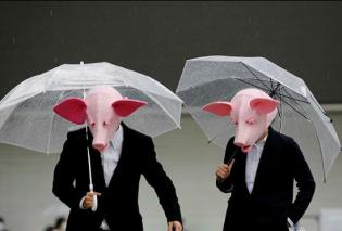 Με τον φακό του Reuters: Προσεύχονται με ενδιάμεσα νάιλον, φορούν γουρουνίσιες μάσκες & ψεκάζονται με υποχλωριώδες οξύ πριν το clubbing (φωτό) - Κυρίως Φωτογραφία - Gallery - Video