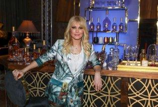 Η στιγμή που η Νατάσα Θεοδωρίδου υποδέχεται την Πίτσα Παπαδοπούλου στο στούντιο του MEGA: «Μεγάλη μου τιμή»  (Βίντεο) - Κυρίως Φωτογραφία - Gallery - Video