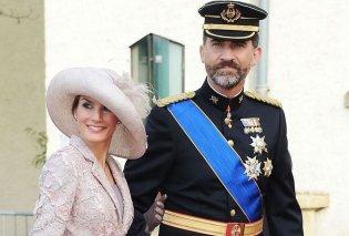 Η βασίλισσα Λετίσια επέλεξε το απόλυτο outfit για το καλοκαίρι: Με floral ολόσωμη φόρμα στο πλευρό του Φελίπε (φωτό - βίντεο) - Κυρίως Φωτογραφία - Gallery - Video