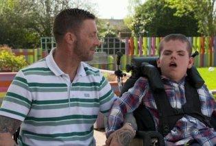 Δάκρυσε όλη η Βρετανία με τον 18χρονο με υδροκεφαλισμό που έφυγε από τη ζωή - 3 χρόνια νωρίτερα έχασε τη μαμά του & πέρσι ο μπαμπάς του έμεινε ανάπηρος (Φωτό & Βίντεο)  - Κυρίως Φωτογραφία - Gallery - Video