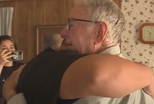 Good news: Υπάρχει Θεός: 89χρονος ντελιβεράς πήρε φιλοδώρημα 12.000 δολαρίων - Το Tik Tok του άλλαξε την ζωή (βίντεο) - Κυρίως Φωτογραφία - Gallery - Video
