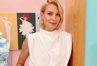 Με κοστούμι της Victoria Beckham η εντυπωσιακή εμφάνιση της Βίκυς Καγιά στο Shopping Star - Ανδρόγυνο look, σε υπέροχη φυστικί απόχρωση (φωτό) - Κυρίως Φωτογραφία - Gallery - Video